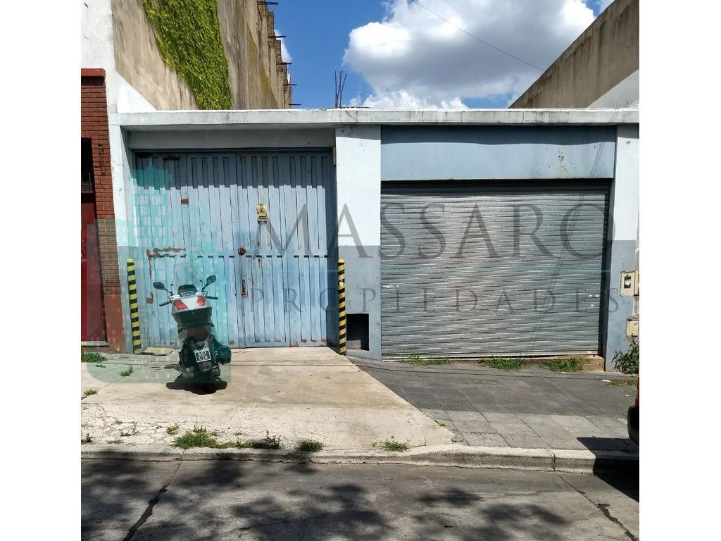 Galpón en alquiler de 8.66x37 con garage, local y oficinas, Mataderos.