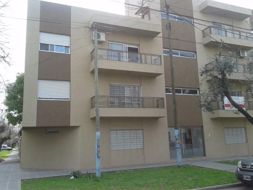 Departamento San Luis esq A. del Valle, Quilmes