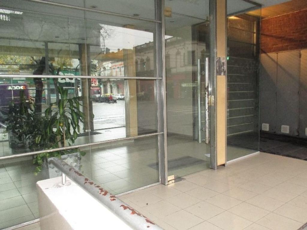 Venta semipiso 2 ambientes al frente con balcón San Cristobal