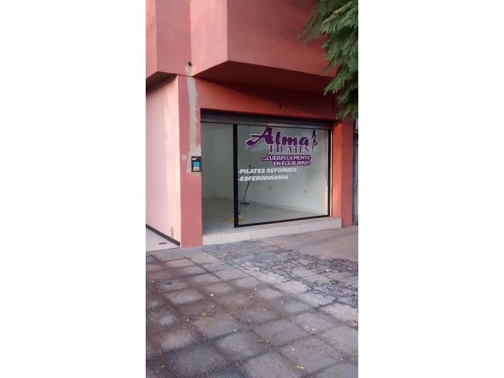 Local Comercial en Lanus Este.-|