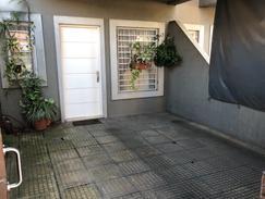 Amplio duplex con jardín y cochera