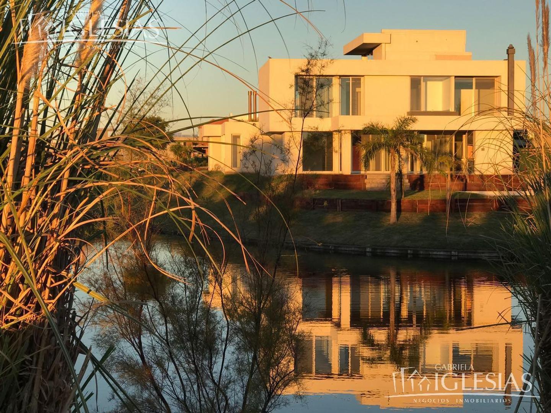 Casa en venta con 4 dormitorios en Lagos del Golf, Nordelta!