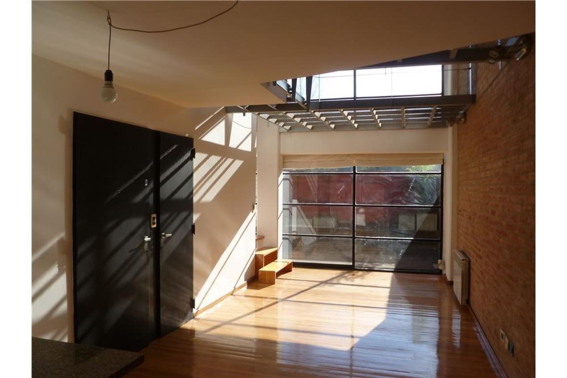 Estupendo duplex 3 amb. c/coch. 2 patios, todo luz