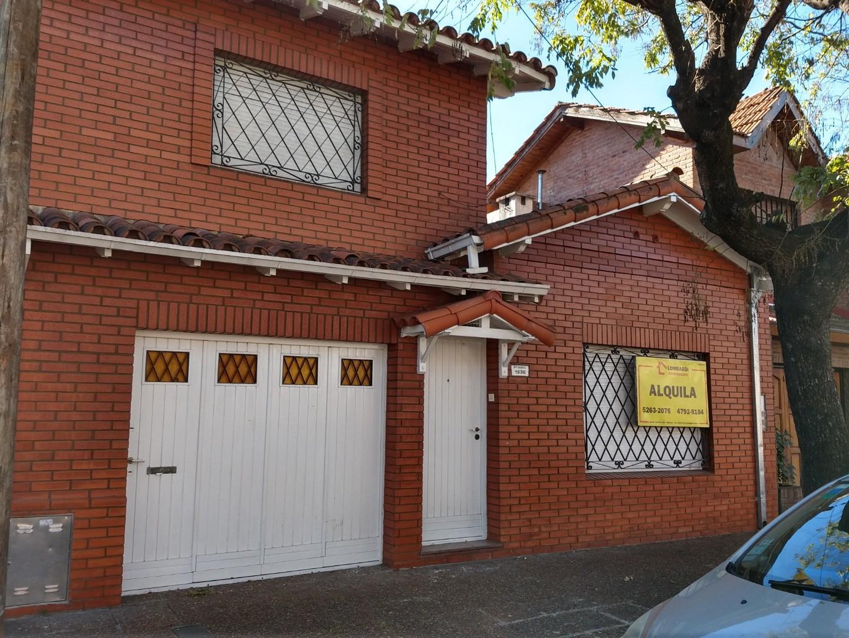 Casa en Alquiler en Martinez - 3 ambientes