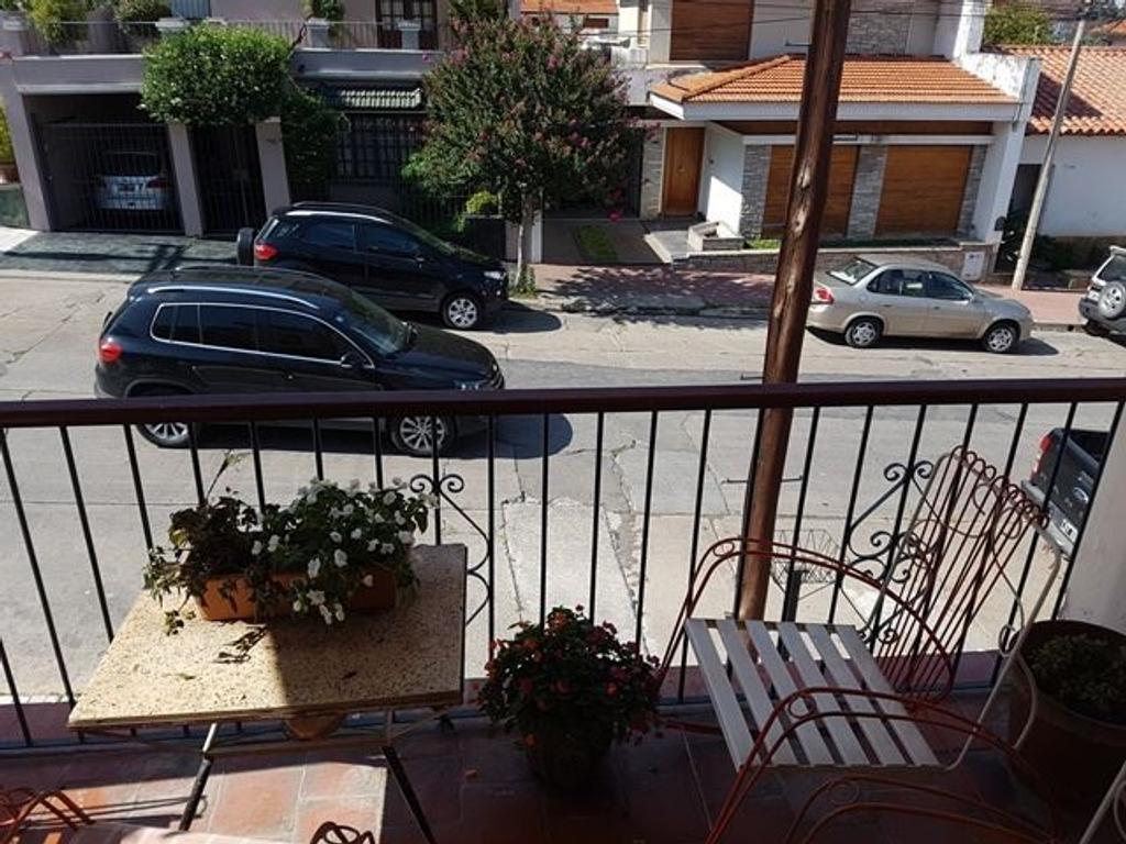 Casa  Manuel Sola Y Avda Uruguay