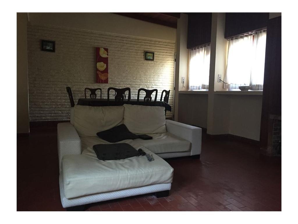 Casa de tres dormitorios en Villa Elisa