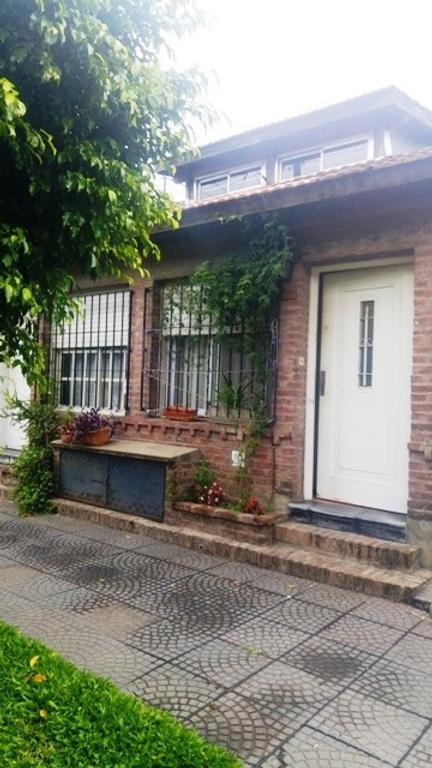 Duplex en venta de dos ambientes y medio en Haedo Sur Apto Credito