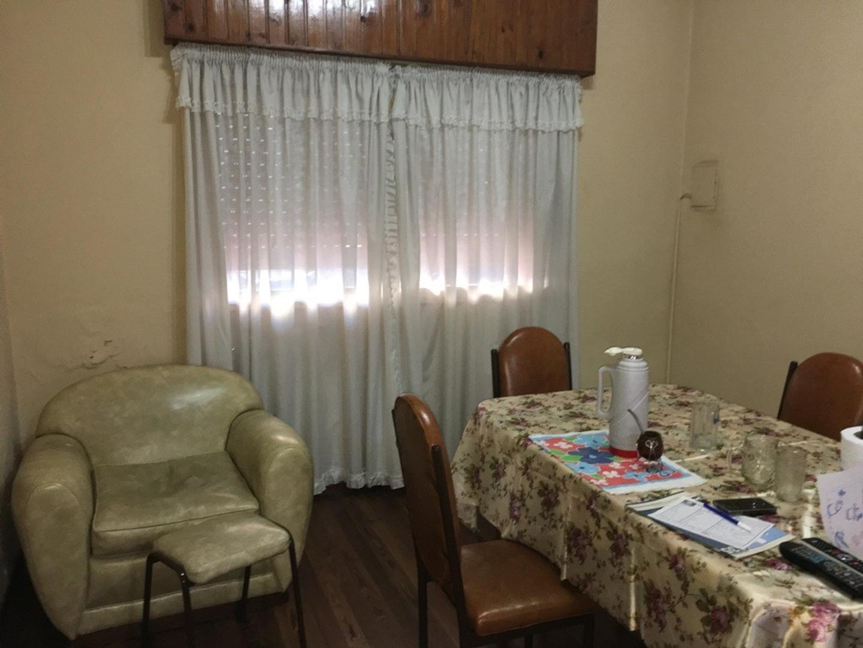 Venta de casa 4 amb APTO CREDITO en Liniers
