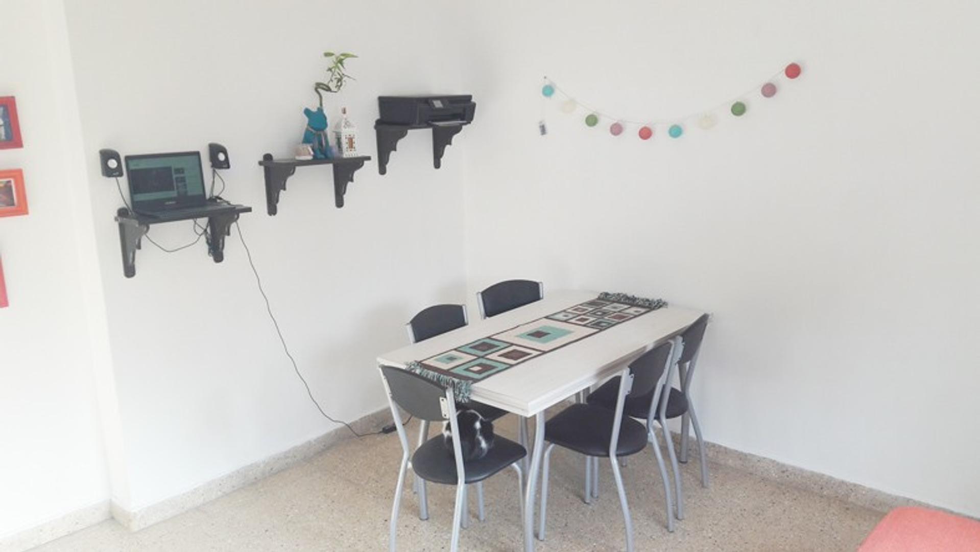 Ph 2 amb reciclado planta alta contrafrente en Cordoba al 3100 permuta por lote , casa o depto en mo