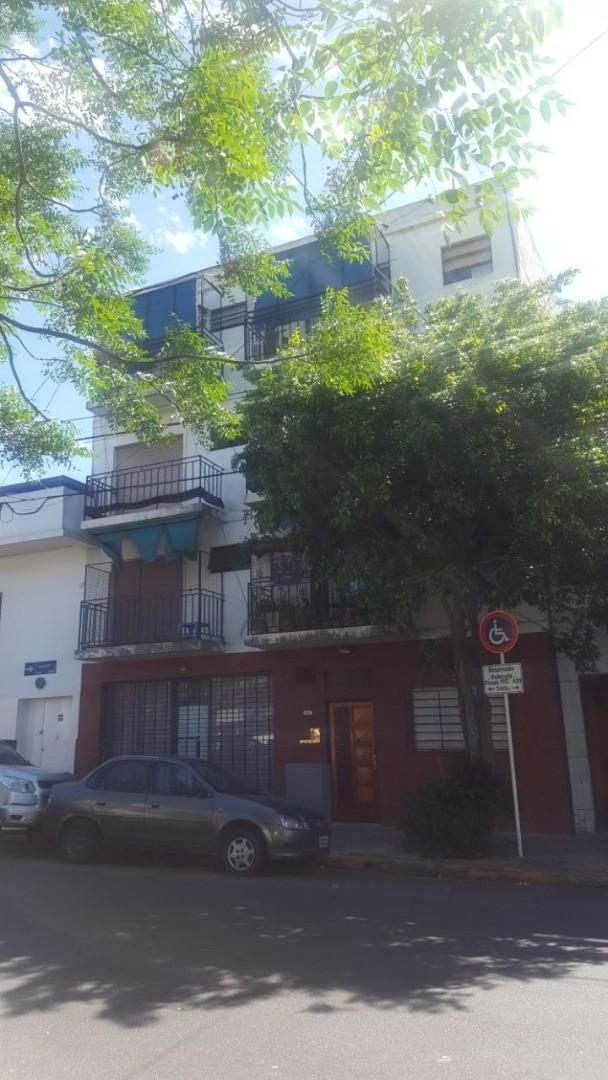 Monoambiente 3º x escalera,luminoso, terraza a nivel de uso comun, Exc. ubicacion! Apto Profesional