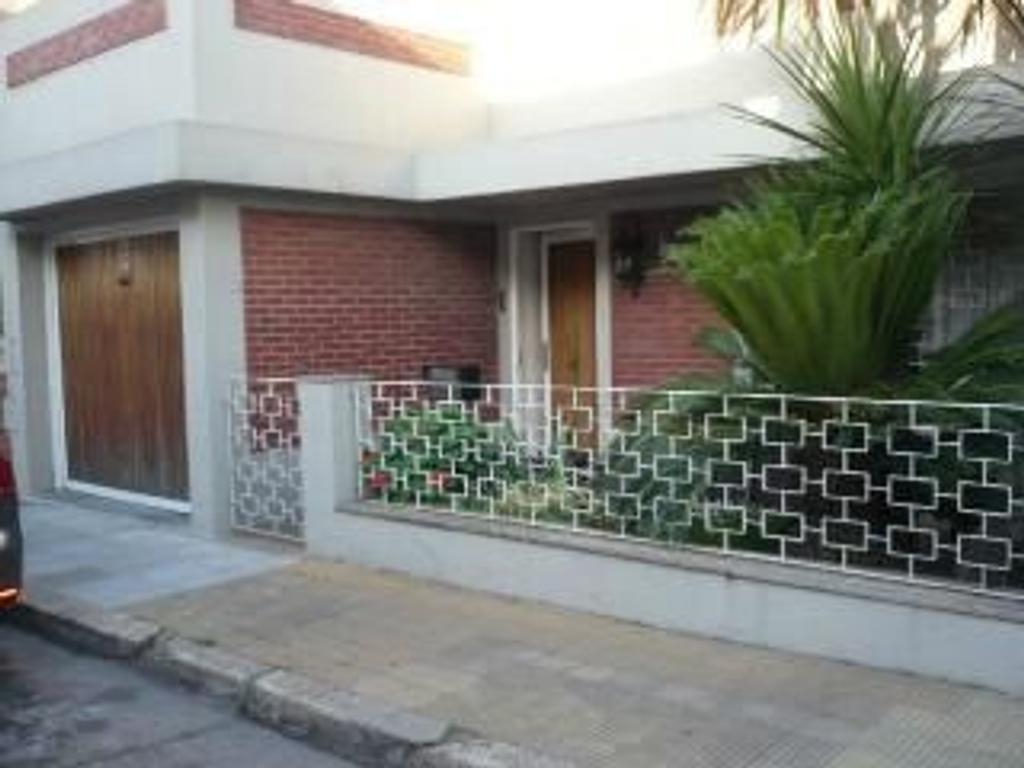 Casa en venta sobre Casco al 200 de 4 ambientes