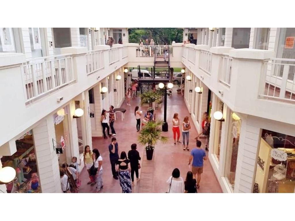 Local Comercial en Galería Paseo Victoria - Funes