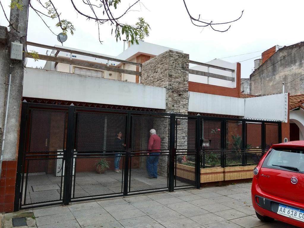 Casa 4 ambientes con Garage y Quincho Muy Buen Estado
