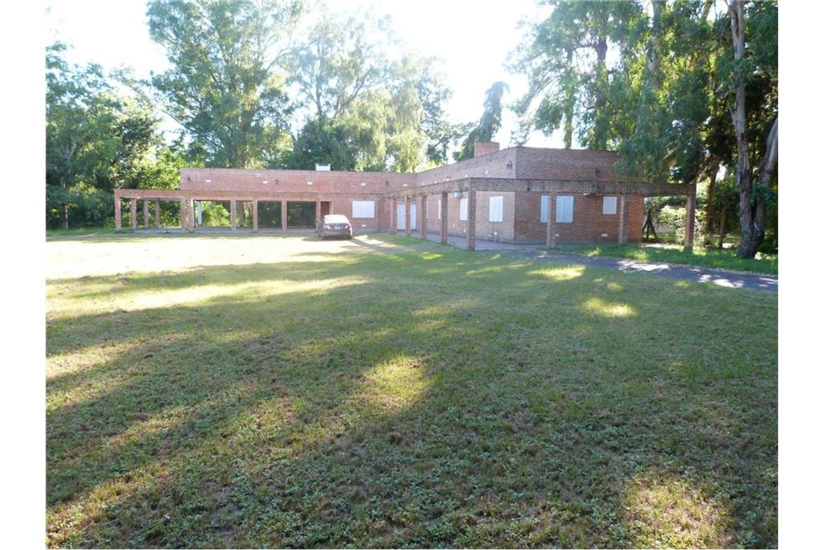 Gran casa quinta en A. Leyes. a la venta.