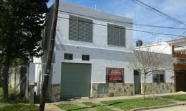 Casa 3 Ambientes C/ Patio + Dpto. 3 Amb. En Pa