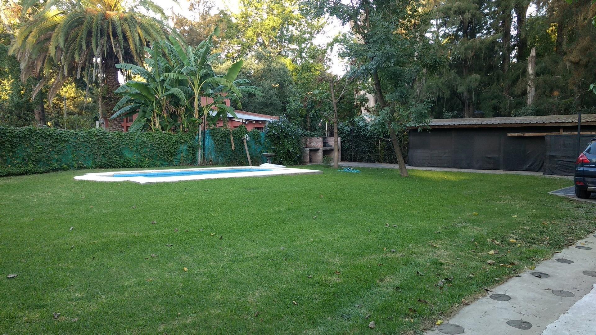 Casa en venta - zona Las Glorias - calle Saavedra  - 4 ambientes