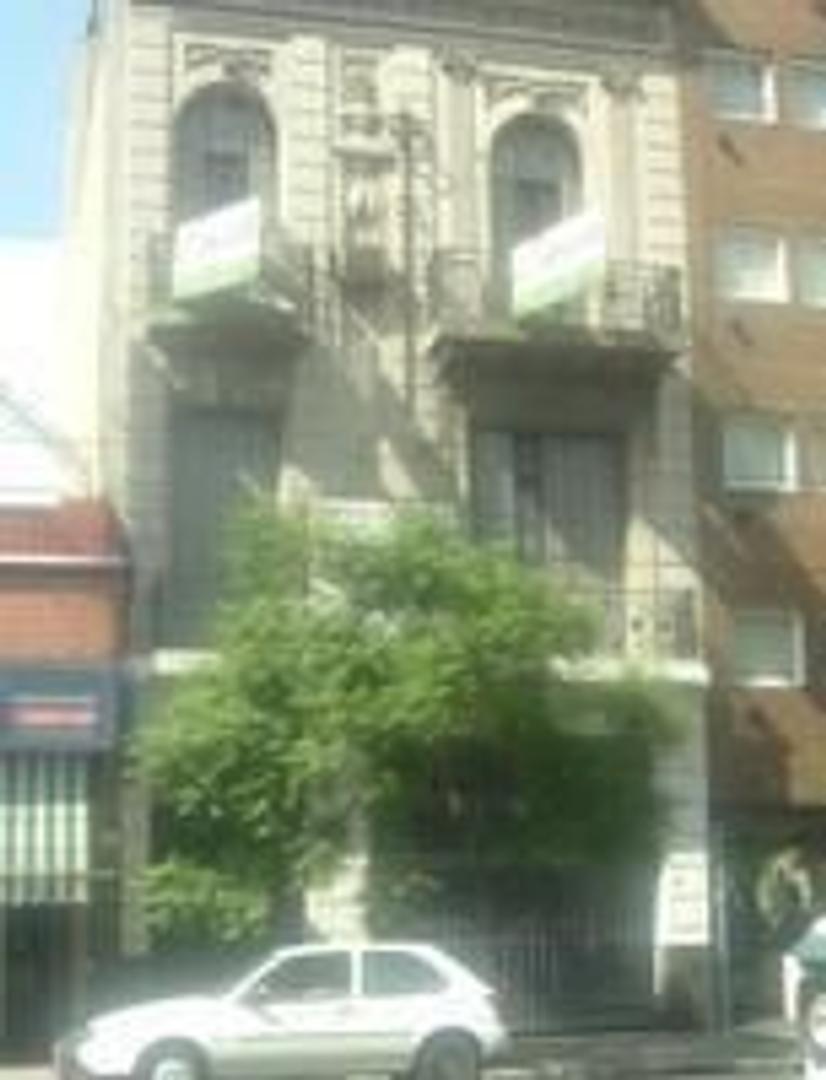 EXCELENTE CASA DE ESTILO A RECICLAR  LOTE PROPIO