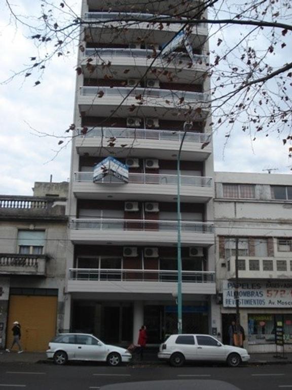 Monoambiente al contrafrente con balcon aterrazado