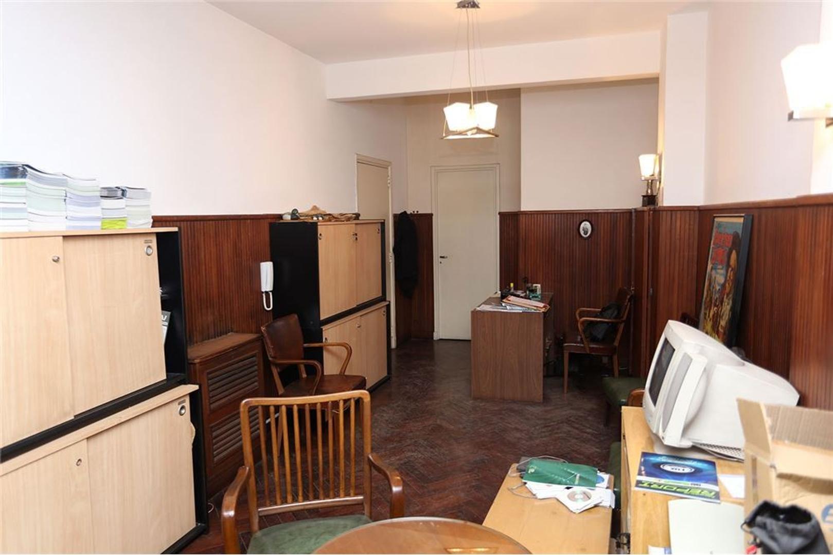 Oficina, PB, 90 m2, muy buena zona!!