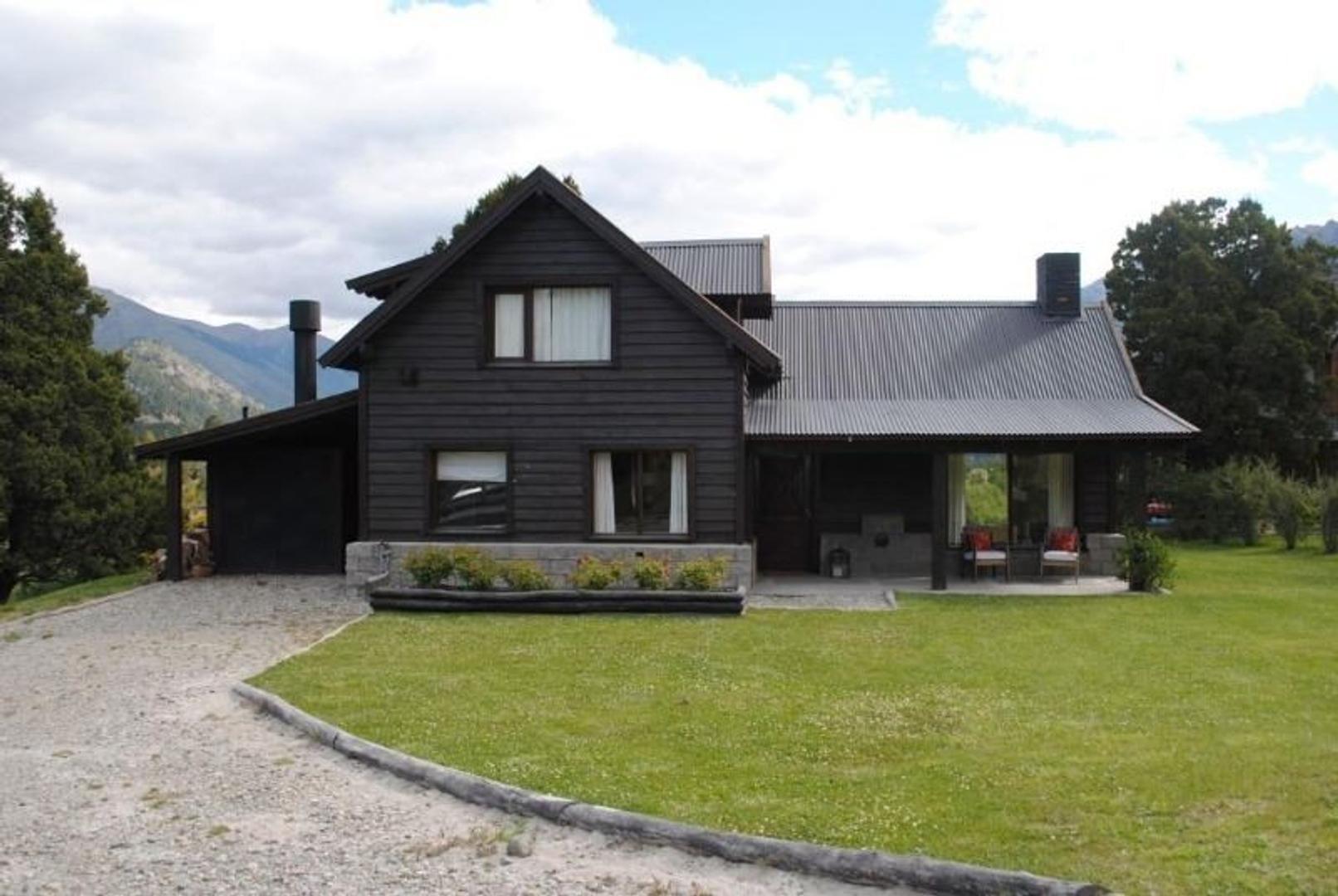 Vendo Casa en Arelauquen club de Campo.  Muy buena vista al lago Gutierrez