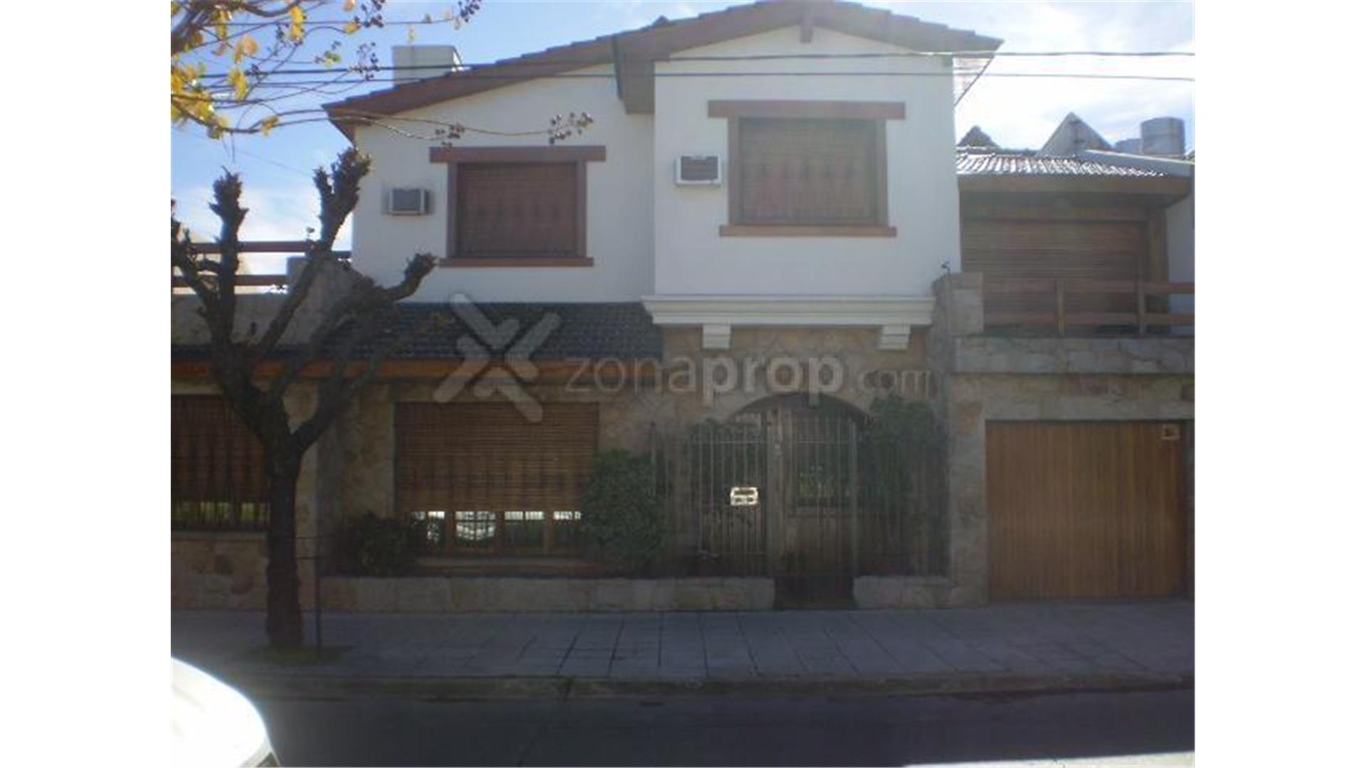 Casa en Venta en Ramos Mejia - 4 ambientes