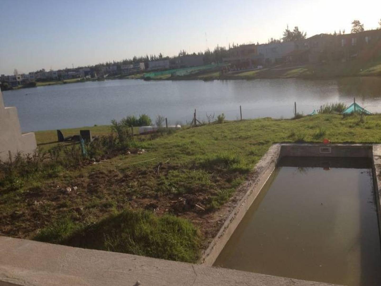 Casa muy canchera en venta al agua en La Comarca, Tigre