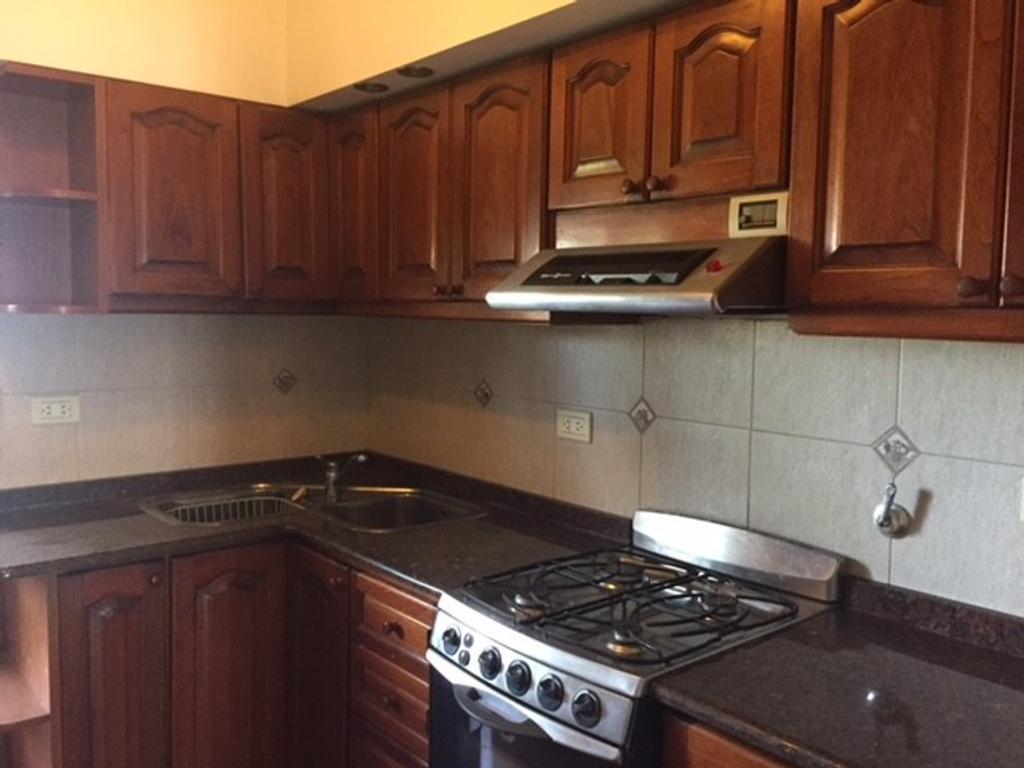 Departamento de 3 ambientes c/cochera (p/escalera) - Av. Mitre al 1600, Quilmes Este