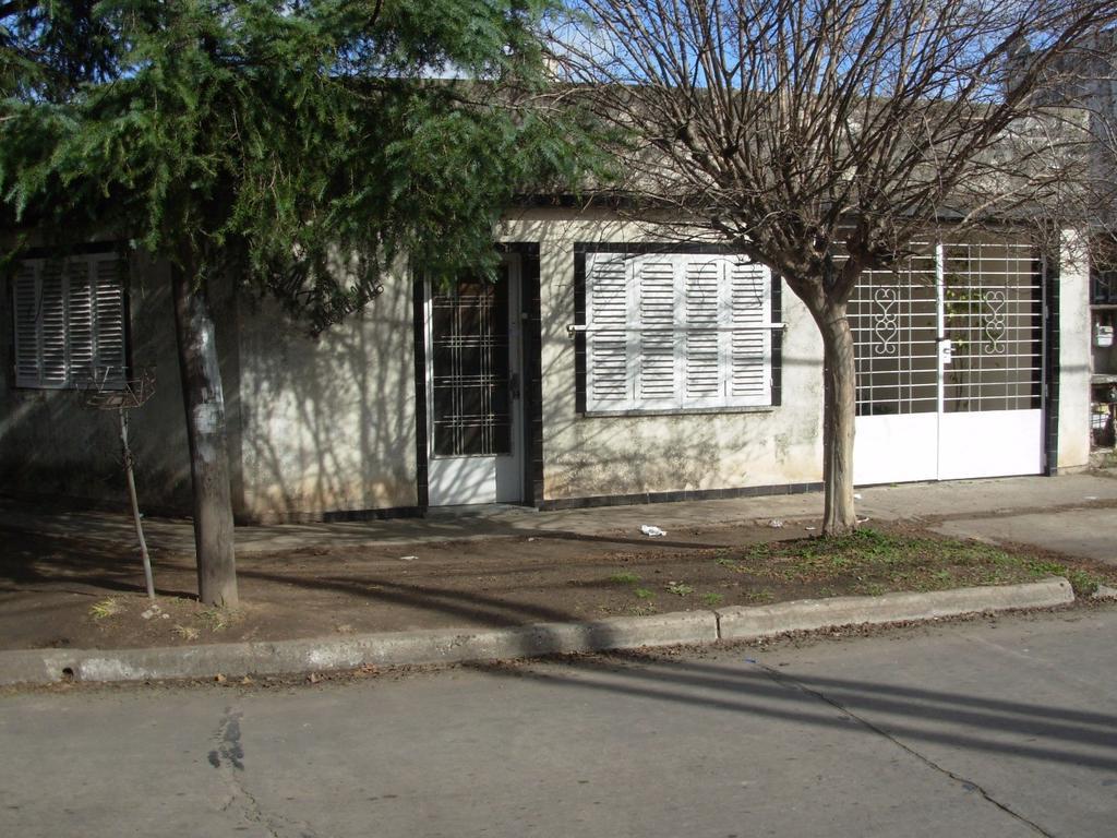 Casa muy buena ubicación Villa Luzuriaga, Alicante al 200