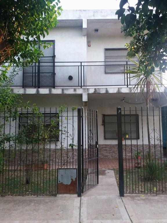 Vendo casa amplia excelente construcción muy buen estado