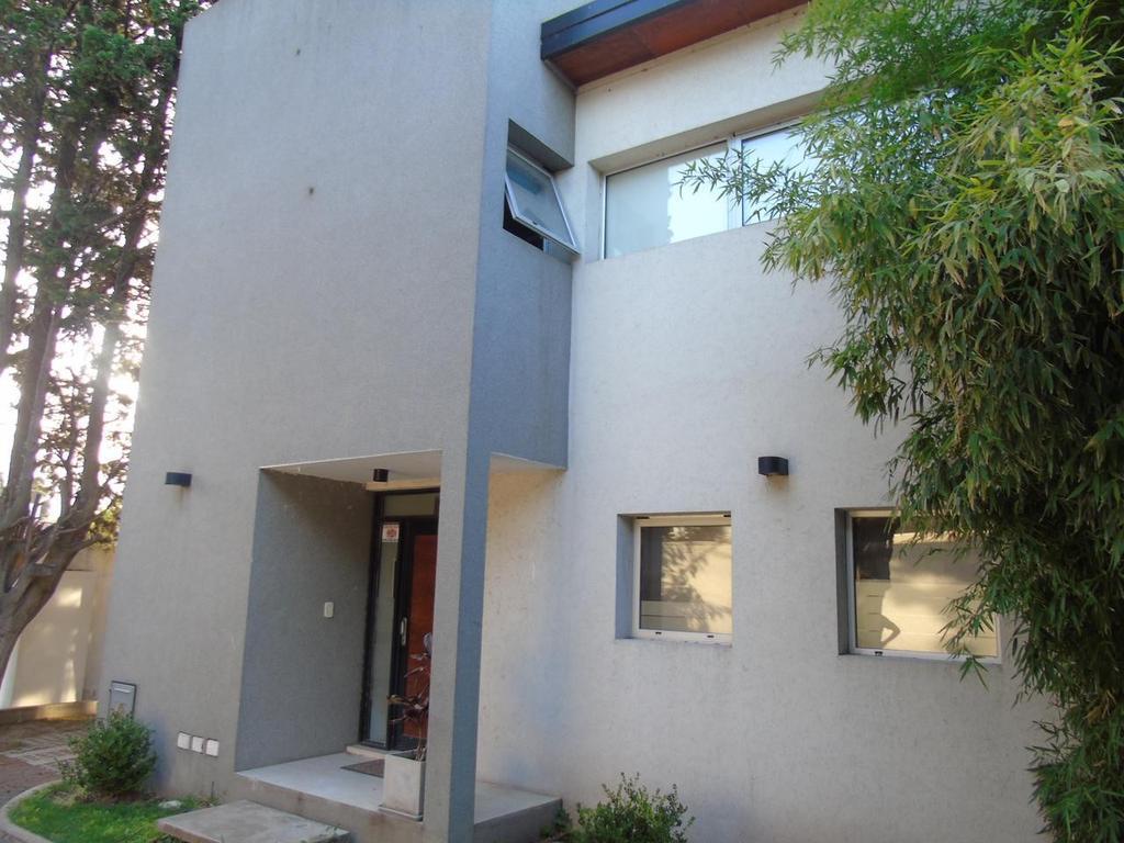 Duplex en alquiler en Gonnet Calle 16 e/ 517 y 518 Dacal Bienes Raices