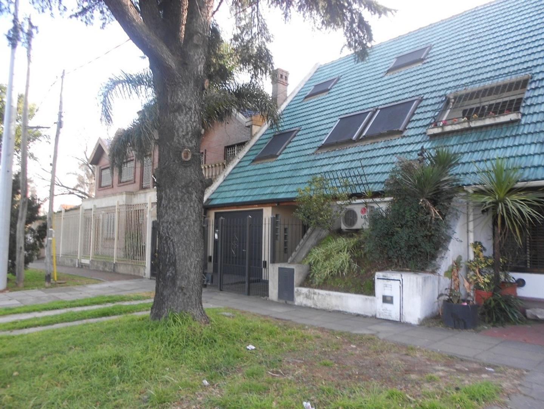 Casa en Venta en Barrio Parque - 7 ambientes