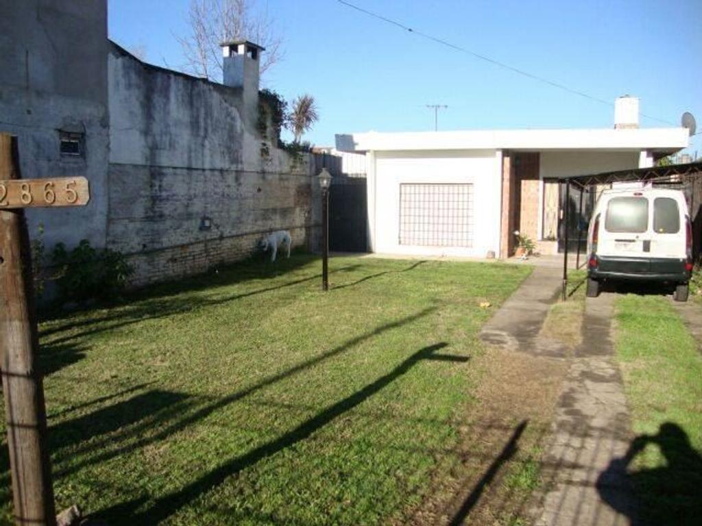 EXCELENTE CASA EN TORCUATO DE ALVEAR  CON AMPLIO LOTE DE 10 X 49 - A UNA CUADRA DE PATIO CERVECERO -