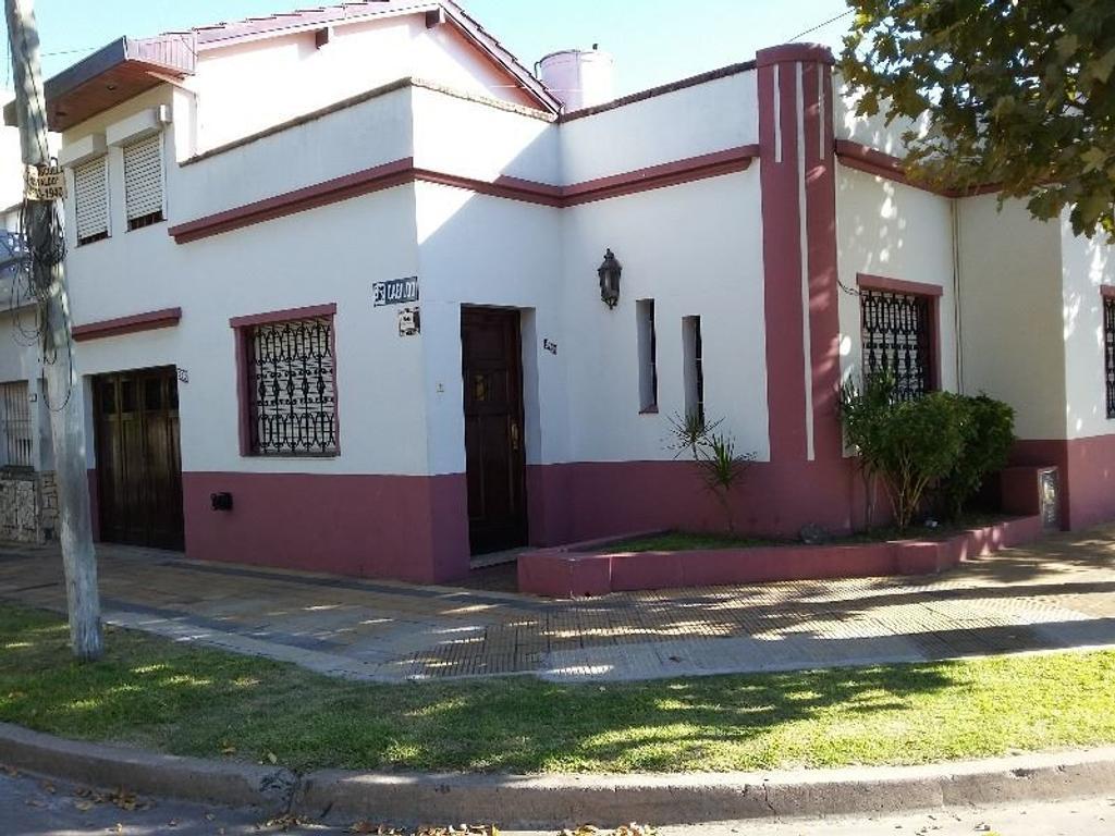 HERMOSA CASA EN ESQUINA 5 AMB GGE Y TZA u$S 135.000. CIUDADELA, Pcia. Bs. As.
