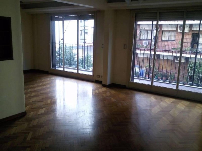 Semi piso categoría, 3 ambientes cochera baulera, balcón. Todo externo en esquina.