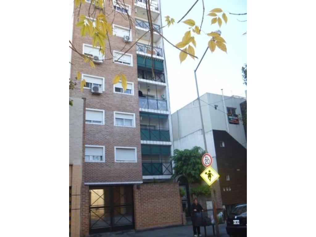 Semipiso de 3 ambientes Contra Frente con Balcón y Cochera Cubierta - Ambientes cómodos funcionales