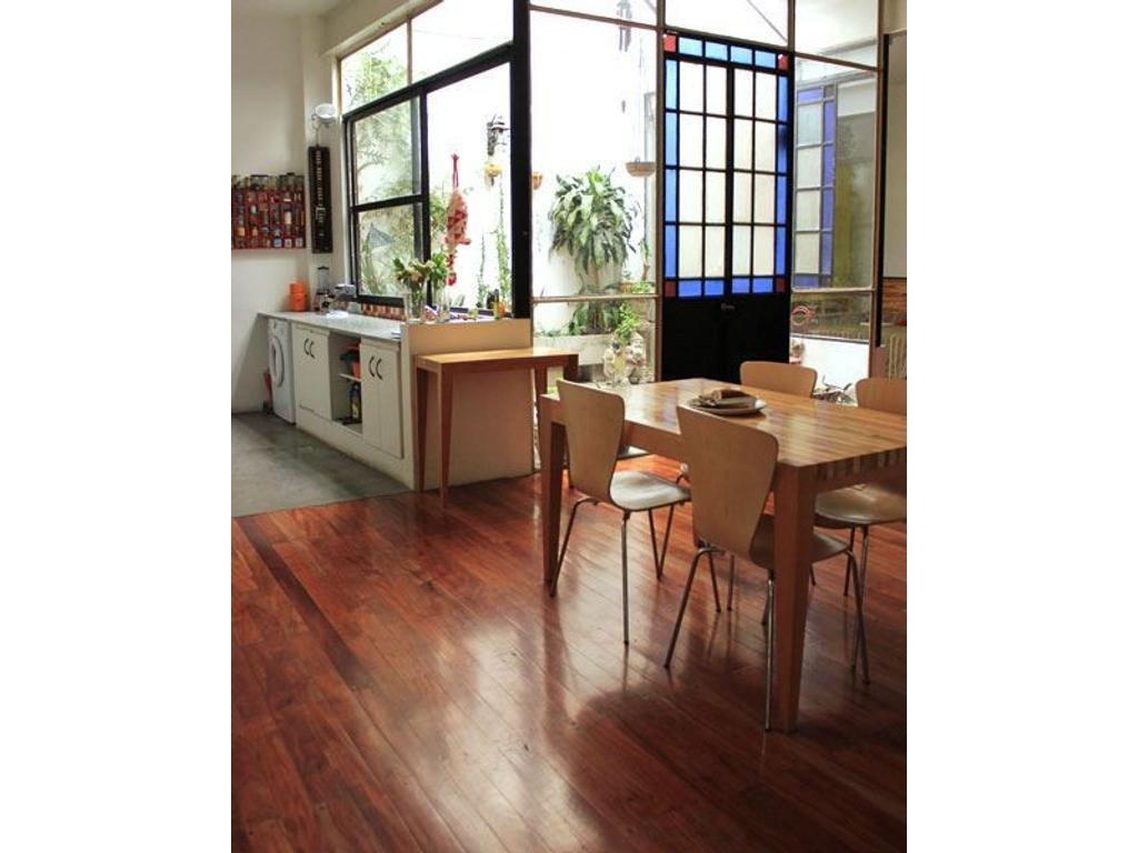 Departamento tipo casa en venta en tarija 3900 boedo for Casa de azulejos en capital federal