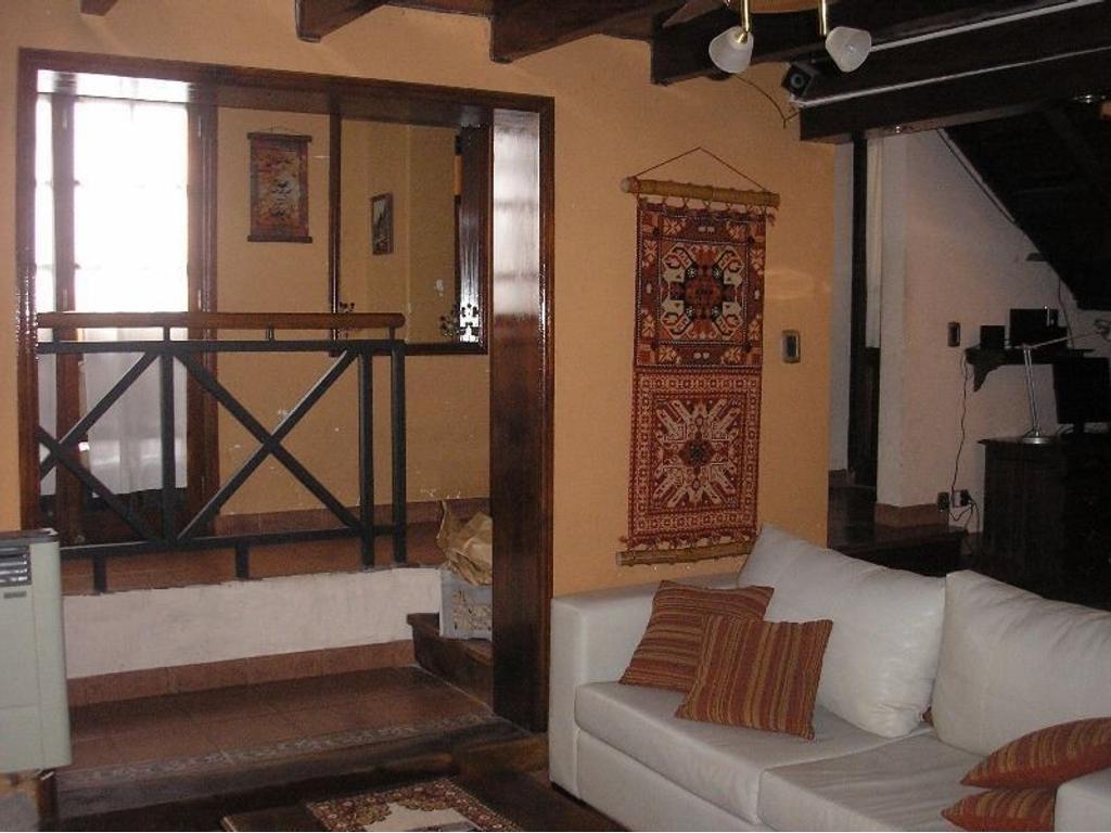 Casa 3 dormitorios a la venta Rosario. Catamarca y Constitución. Entrega Inmedata.