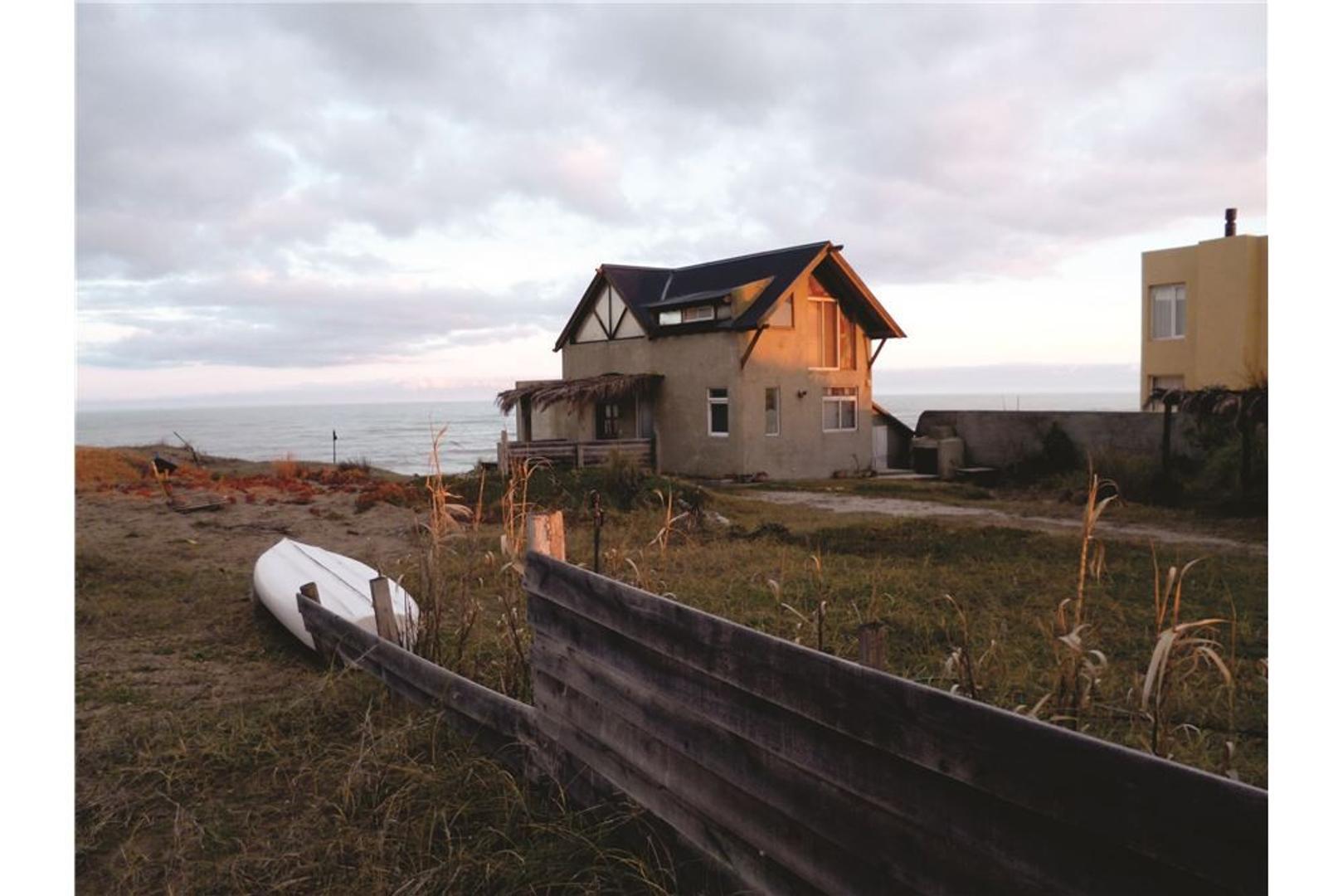 Casa frente al mar,  zona Rocas Negras Mar del Sur