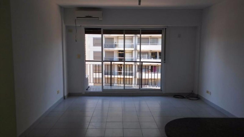 Exel estado ! semi piso frente balcòn orientaciòn Noreste , a 2 cdras Estaciòn Barrancas de Belgrano