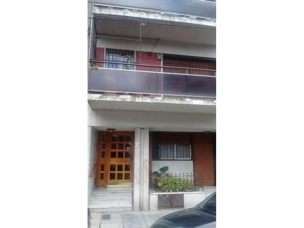 Alquiler de 2 ambientes en Planta baja con patio Centro de Avellaneda. APTO PROFESIONAL.