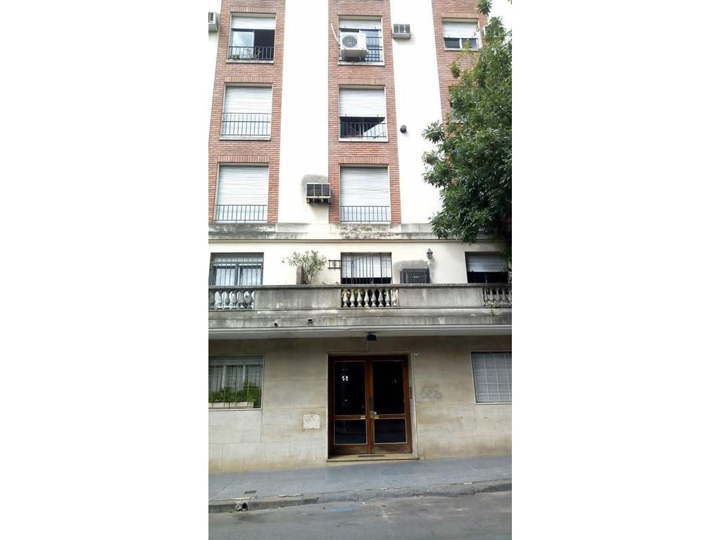vendo 3 ambientes con balcon terraza, en muy buen estado y ubicacion