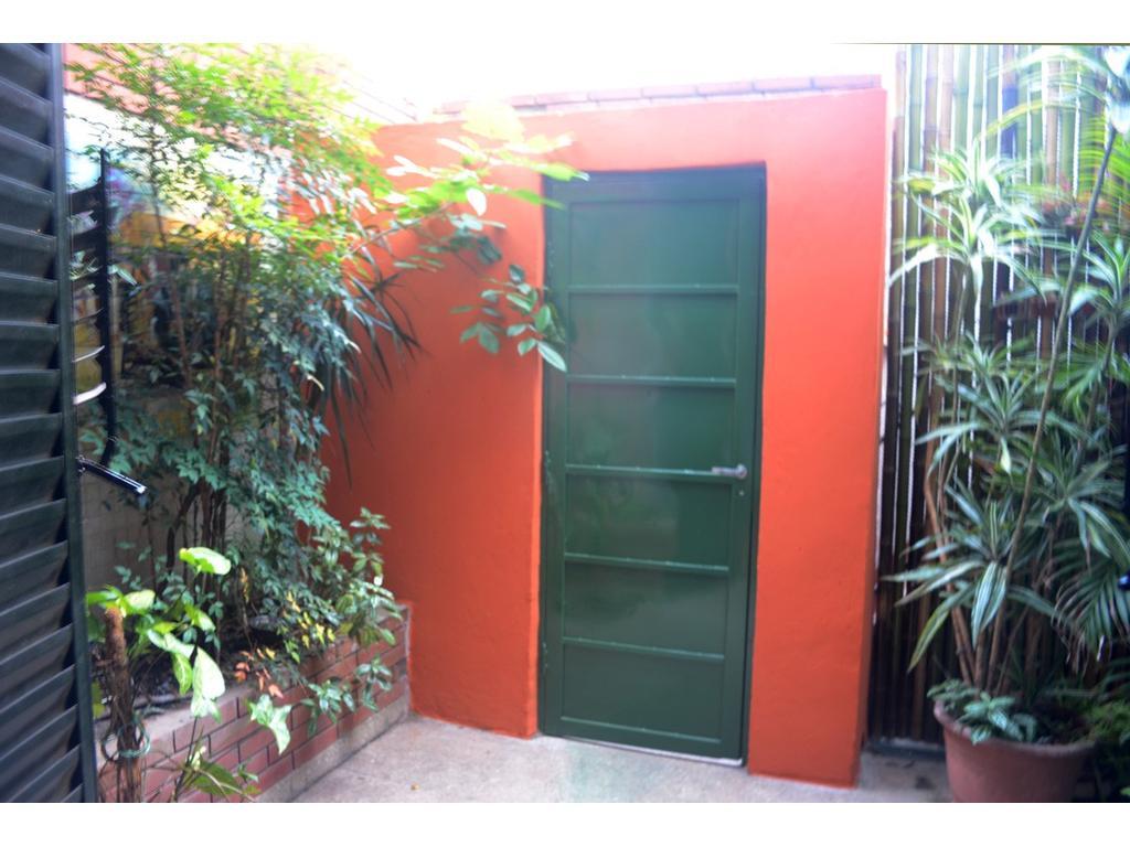 RESERVADO - Excelentes 2 amb en ph con patio sin expensas