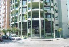 ESPECTACULAR PISO 4 AMB. CON DEPENDENCIA DE SERVICIO, 2 COCHERAS, BAULERA Y 3 AMPLIOS BALCONES.
