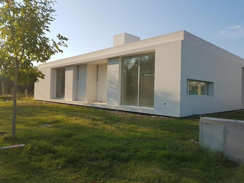 Casa en Venta en Los Hornos - 6 ambientes