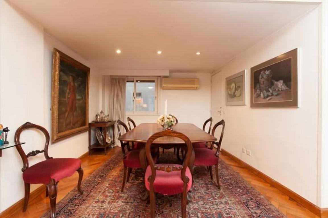 Piso 130mt2, espacio guardacoche, balcón, palier privado muy