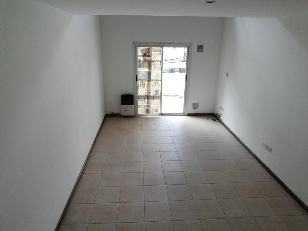 DPTO TIPO duplex al frente ubicado en centro comercial de C Jardin