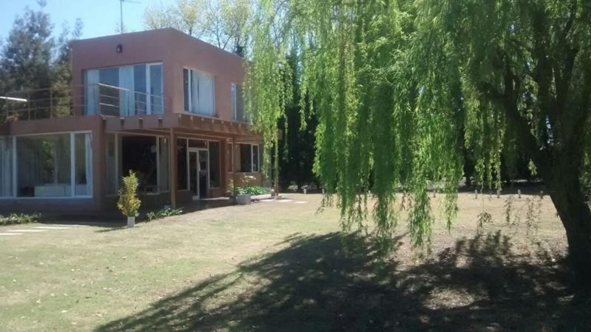 Excelente Casa quinta c / pileta para alquiler x dia / semana, amplio parque, parrilla!!!.