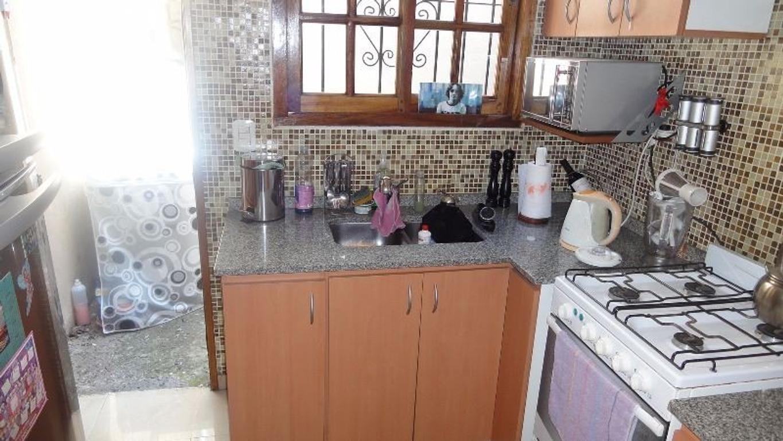 Excelente casa en 2 plantas, reciclada, 4 ambientes, Patio y Cochera, Timoteo Gordillo al 400