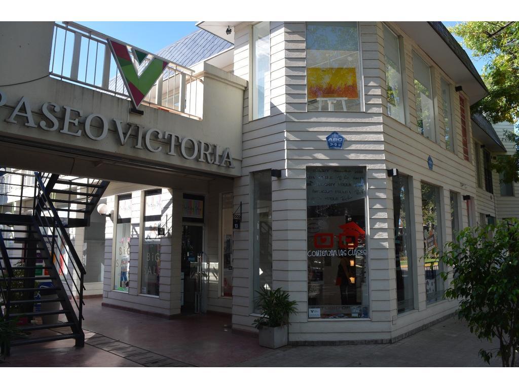 GALERIA PASEO VICTORIA. En la mejor esquina de Funes, frenta a la plaza principal
