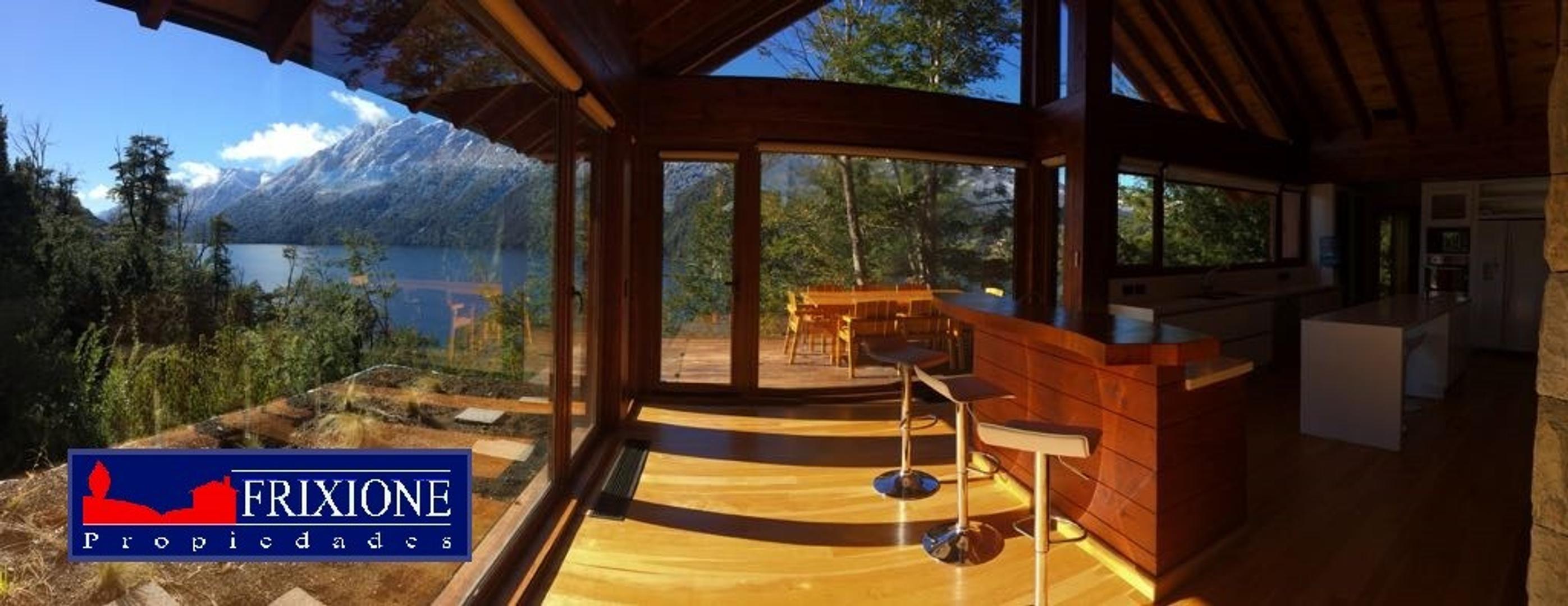 Espectacular propiedad con vistas 180° al Lago Nahuel Huapi y Correntoso